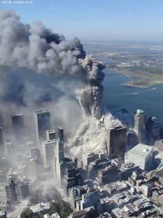 Aerial pictures, many never seen before, of the September 11 2001 attacks on the World Trade Center in New York City. World Trade Center Nyc, World Trade Center Attack, Trade Centre, 911 Twin Towers, New York City, 11 September 2001, We Will Never Forget, Historical Photos, American History