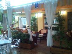 """Terraza """"ChillOut"""" en el Hotel Tres Anclas de la Playa de Gandia."""
