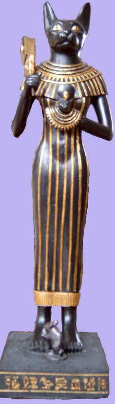 Bastet es una diosa de la mitología egipcia, también denominada Bast, cuya misión era proteger el hogar y simboliza la alegría de vivir, pues se considera la deidad de la armonía y la felicidad.