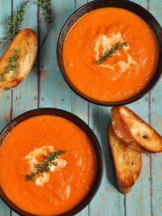 This fresh tomato soup recipe is made with fresh tomatoes, onions, garlic, and seasonings. Fresh basil is the best way to top this creamy tomato soup. Roasted Tomato Soup, Tomato Soup Recipes, Grilled Tomatoes, Roasted Tomatoes, Raw Potato, Potato Curry, Cooking Tips, Food Processor Recipes, Good Food