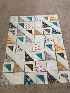 Super Modern Quilting Ideas Half Square Triangles Ideas Super Modern Quilting Ideas Half Square TriYou can find Modern q. Scrappy Quilt Patterns, Scrappy Quilts, Easy Quilts, Mini Quilts, Modern Quilting Designs, Modern Quilt Patterns, Vintage Star, Modern Quilt Blocks, Triangles