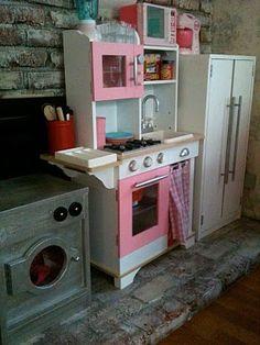 A whole wood DIY children's kitchen set! Wow.