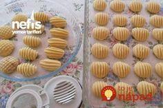Keď budete nabudúce robiť domáce sušienky, vezmite aj obyčajný hrebeň a skúste tento nápad: Nikto vám neuverí, že takú krásu ste nekúpili v cukrárni! Easy Cookie Recipes, Baking Recipes, Dessert Recipes, Cookies For Kids, Fun Cookies, Moroccan Desserts, Turkey Cake, Cake Shapes, Sweet Pastries