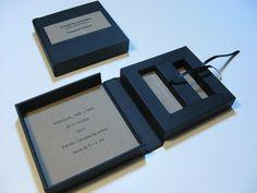 caja con dos cunas para guardar dos pen drives