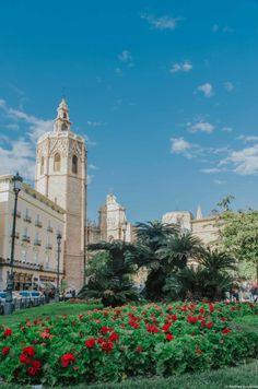 honor a la Asunción de María. La catedral, de estilo gótico valenciano también tiene detalles del románico, gótico San Francisco Ferry, Building, Travel, Valencia Spain, Community, Places To Visit, Europe, Cities, Backpack