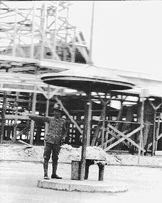 Verkeersagent onder een parasol Bandjarmasin. 1928