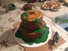 Woodsy themed engagement party cake - photo 2