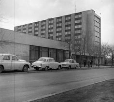 1980 orig: GÁRDOS GYÖRGY MAGYARORSZÁG BUDAPEST X. Maglódi út 24. a Venyige utca felől nézve. Munkásszálló (ma börtön). Utca, Motor Car, Budapest, Motors, Vehicles, Car, Vehicle, Tools