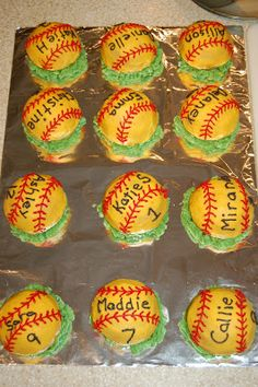 My daughter's best friend is on a softball team.  Her parents are the coaches and asked me to make the cakes for the end of the season.  Sin...
