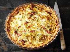 Juustoinen purjo-pekonipiiras Mushroom Pie, Group Meals, Hawaiian Pizza, Deli, Quiche, Nom Nom, Stuffed Mushrooms, Good Food, Food And Drink