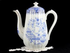 Seltmann Weiden Deutschland Blau China Chocolate or Coffee Pot, Blue and White China 12702
