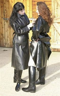 Two S.B.R. clad ladies in the stable yard.