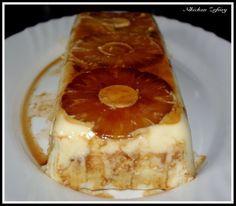 Tarta de piña sin horno INGREDIENTES: 1 MOLDE RECTANGULAR DE CRISTAL 1 BOTE PEQUEÑO DE PIÑA SIN AZÚCARES AÑADIDOS 1 SOBRE DE GELATINA DE LIMÓN MAGDALENAS MONTES LARA CARAMELO LIQUIDO 500gr DE NATA PARA MONTAR My Recipes, Cake Recipes, Cooking Recipes, Mini Cheesecakes, Recipe For 4, Flan, Sweet And Salty, Sweet Desserts, Nutritious Meals