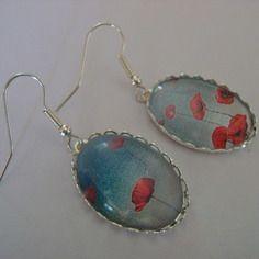 """Boucles d'oreille """"flowers"""" rouge sur fond bleu"""