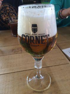 Cornet, straf Belgisch blond! Heeft hout gehad. Blond, Wine Glass, Tableware, Beer, Dinnerware, Tablewares, Dishes, Place Settings, Wine Bottles