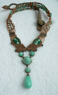 Macrame_necklace_complete