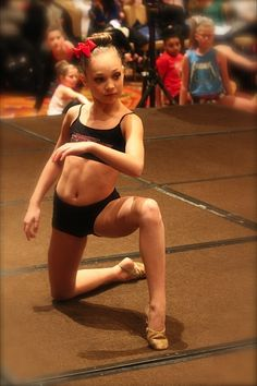 Hey I'm Maddie I'm 15 and single. I'm Mackenzie's older sisters do Hayes Twin. I get bullied a lot((u can bully her all you want)) I'm Kind of jealous of my sister who is a plastic. Dance Moms Dancers, Dance Mums, Dance Moms Girls, Elastic Heart, Maddie Ziegler, Mackenzie Ziegler, Big Drama, Interview, Ballerinas