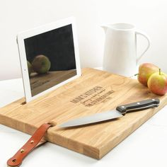As it's #BritishPieWeek and with #MothersDay just round the corner, we thought we'd share our NEW Personalised Chopping Board complete with iPad stand. The perfect gift for foodie mums 🍉 LINK IN BIO 🌶 #BritPieWeek #Giftsformum
