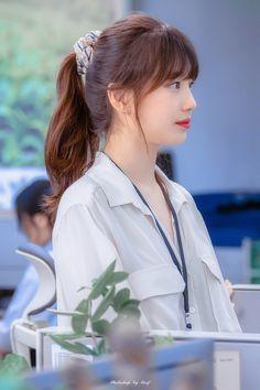 Bae Suzy, Up Hairstyles, Pretty Hairstyles, Suzy Drama, Haircuts Straight Hair, Jennie Kim Blackpink, Starred Up, Cute Korean Girl, Girls World