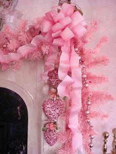 50 adorable pink and purple Christmas decoration ideas Purple Christmas Decorations, Pink Christmas Tree, Shabby Chic Christmas, Victorian Christmas, All Things Christmas, Vintage Christmas, Christmas Holidays, Christmas Crafts, Christmas Garlands