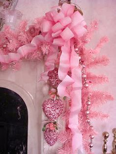 pink hearts garland...perfect for pink Christmas and Valentines :D