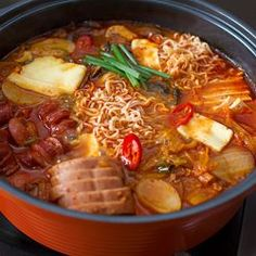 Easy recipe with step-by-step photos for making Korean army stew (부대찌개), a popular Korean hot pot meal. Korean Dishes, Korean Food, K Food, Asian Soup, Hot Pot, Asian Cooking, Asian Recipes, Easy Recipes, The Best