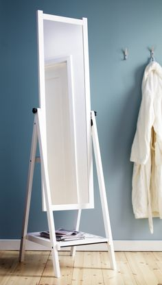 The ISFJORDEN standing mirror is simple and elegant in function and form. You can hang your belts, bags and accessories from the knobs on the side and place shoes or a pretty storage box on the shelf.