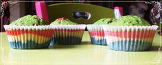 Alegres Cupcakes Arcoiris  http://mundo-larpeiro.blogspot.com.es/2014/03/cupcakes-arcoiris.html