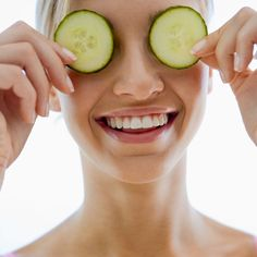 Take out time to indulge your skin this season. Pick items from your kitchen to make homemade packs – such as cucumber and curd – instant refresh. Beauty Boost, Make Beauty, Health And Beauty, Homemade Cosmetics, Puffy Eyes, Blood Vessels, Smoky Eye, Tips Belleza, Cute Woman