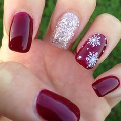 A touch of razzle dazzle. | 21 Nail Art Designs That Will Make You Feel Christmassy AF: