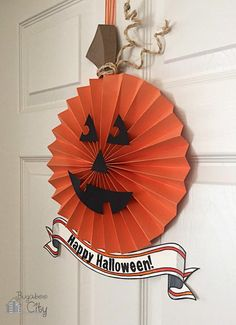 Mix up your front door decorations with this Pumpkin Paper Wreath Halloween Idea. Many Halloween DIY wreath ideas are made from dead branches and fake spider webs, but this adorable pumpkin craft will give your home a welcoming look. Halloween Decorations To Make, Paper Decorations, Halloween Crafts, Halloween Wreaths, Halloween Ideas, Happy Halloween, Pumpkin Crafts, Paper Pumpkin, Pumpkin Wreath