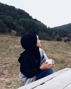 Casual Hijab Outfit, Hijab Chic, Muslim Girls, Muslim Women, Muslim Tumblr, Simple Hijab, Hijab Cartoon, Muslim Beauty, Street Hijab Fashion