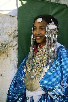 Africa | Young Tuareg woman at a festival in Ghat. Libya. | ©Bildagentur, via Tips Images