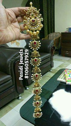 Gold Jhumka Earrings, Indian Jewelry Earrings, Indian Wedding Jewelry, Hair Jewelry, Fashion Jewelry, India Jewelry, Indian Bridal, Gold Jewellery, Frozen Jewelry