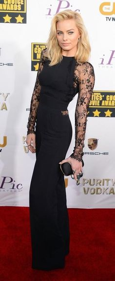 #CriticsChoiceAwards Red Carpet: The Wolf of Wall Street's Margot Robbie.