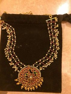 Temple work pendant with pears woven chain Bead Jewellery, Beaded Jewelry, Jewelery, Temple Jewellery, Pearl Jewelry, Gold Jewelry, Simple Necklace Designs, Simple Jewelry, Gold Mangalsutra Designs