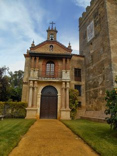 CASTILLO DE LA MONCLOVA, o Castillo de Los Duques del Infantado,Municipio de Fuentes  de Andalucía, Provincia de Sevilla, España