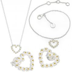 Are you dreaming about the ultimate white wedding? If so, you need the perfect white floral jewellery to accessorise with and we have it right here. This Daisy set including a necklace, bracelet and pair of earrings is the most simple, yet beautiful white jewellery you could possibly find. The gold detailing bring it to life and make it the ideal fit for a summer wedding look.