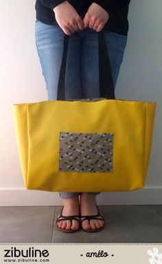 TUTO - Giant shopping bag - Amélie- TUTO – Cabas géant – Amélie Hello, I suggest you today sew a giant tote bag, very practical for carrying all your beach stuff. To do this, you will need: 3 banana faux leather coupons from… - Amelie, Diy Sac Cabas, Diy Bags Purses, Couture Sewing, Bicycle Bag, Retro Fashion, Shopping Bag, Tote Bag, Fabric