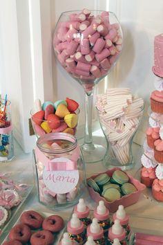 Mesa dulce bautizo niña en tonos rosas