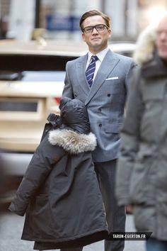 Taron Egerton on the Kingsman: The Golden Circle set Kingsman Suits, Eggsy Kingsman, Kingsman Movie, Taron Egerton Kingsman, James Bond Suit, Bond Suits, Taron Edgerton, Ivy League Style, Oxford Brogues