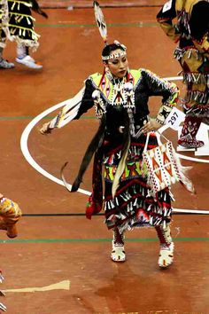 Beautiful dancer. Native American Models, Native American Children, Native American Pictures, Native American Regalia, Native American Beauty, Native American History, Jingle Dress Dancer, Powwow Regalia, Native Indian