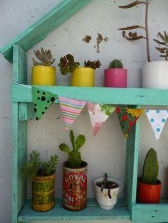 Repisa casita hecha con maderas recicladas by Regalos Reciclados