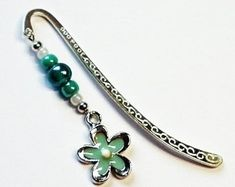 This beautiful bookmark is very stylish and unique, lovingly handmade in Northern Ireland with carefully selected coloured glass beads and an enamel flower charm complimenting a Tibetan style marker. The bookmark measures approximately 9 cm and comes presented in an organza bag making it beautiful