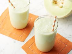 Refreshingly sweet chunks of honeydew are blended with apple juice and yogurt to create a revitalizing, satisfying smoothie.