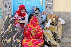 Perfect pattern overload. Saharawi style. BADASS Muslimahs