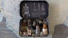 starrgazer creates: Altoid Tin Apothecary Yes, Claire would make this wee thing to carry in her pocket! Altered Tins, Altered Bottles, Altered Art, Mint Tins, Tin Art, Altoids Tins, Potion Bottle, Tin Boxes, Shadow Box