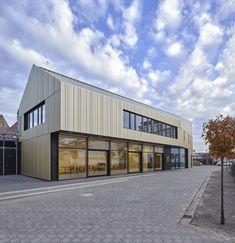 Sakrale Scheune für weltliche Anlässe - Gemeindehaus bei Heidelberg von motorplan Architekten