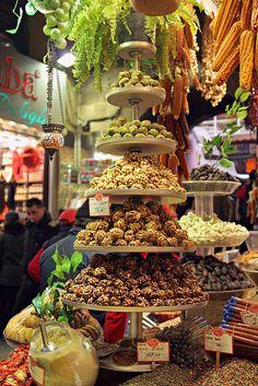 Balanced Diet, Spice Bazaar, Istanbul, Turkey