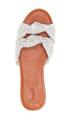 48 meilleures images du tableau Shoes   Boots, Feminine fashion et Heels 261d3c3b8d30